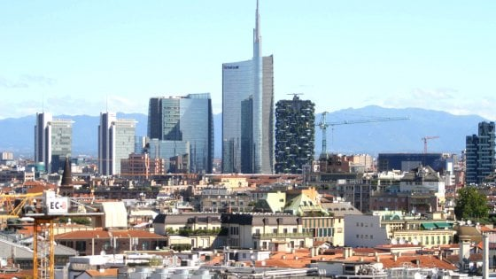 Where is the center of Milan